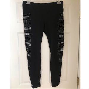 Athleta crop leggings with zipper and pockets!